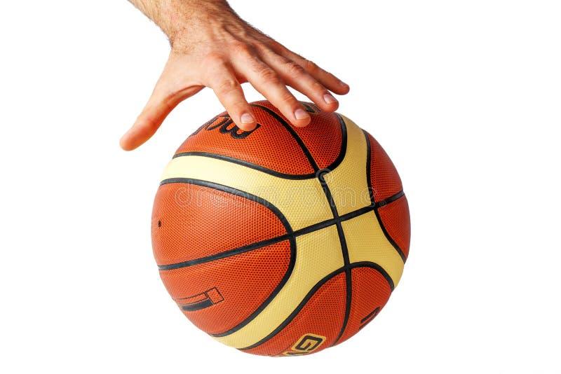 Entregue o alcance para um basquetebol em um fundo branco imagem de stock royalty free