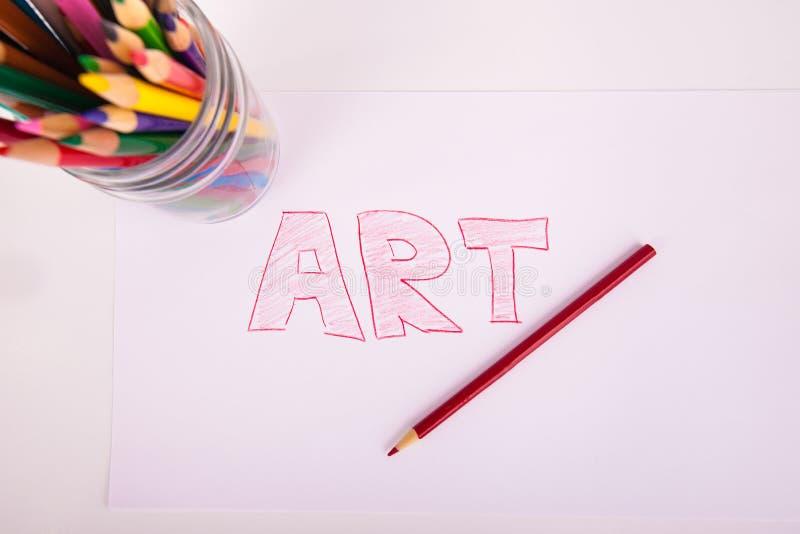 Entregue a palavra tirada ARTE no frasco de pedreiro das letras de bloco de lápis da coloração imagem de stock