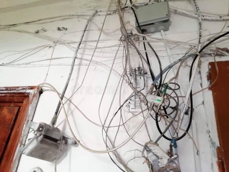Entrelazamiento caótico de alambres fotografía de archivo
