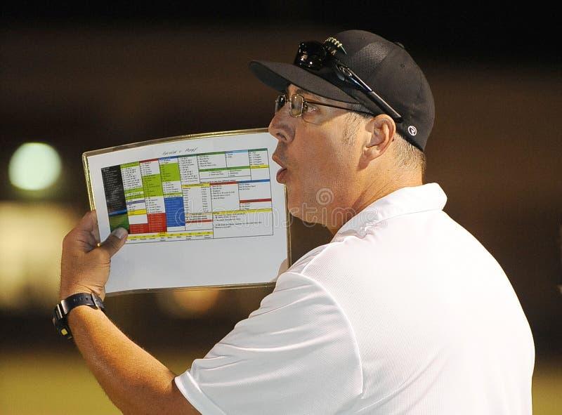 Entrenador de fútbol Running The Team de la High School secundaria fotos de archivo libres de regalías