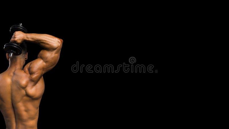 Entrenamiento atlético del hombre del poder hermoso que bombea para arriba los músculos con el equipo de deporte Culturista fuert fotos de archivo libres de regalías