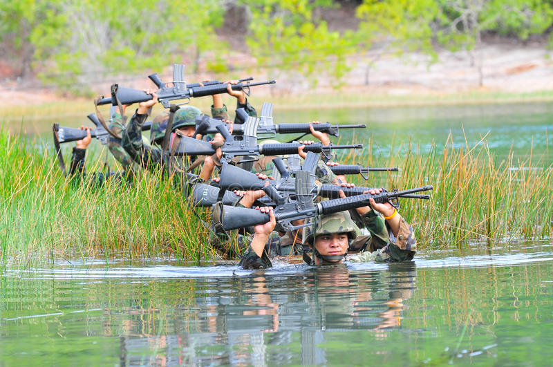Entrenamiento de campo tailandés del ejército imagen de archivo libre de regalías