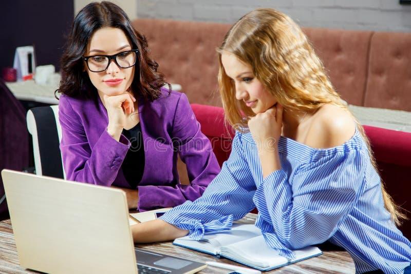 Entrenamiento individual tutoring Entrenamiento en línea fotos de archivo libres de regalías