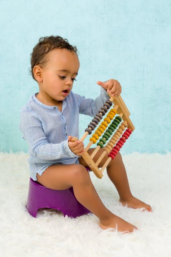 Entrenamiento insignificante del niño imagen de archivo libre de regalías