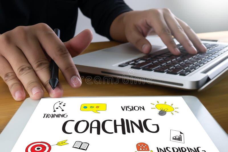 ENTRENAR el planeamiento de entrenamiento que aprende entrenando a la guía Inst del negocio libre illustration