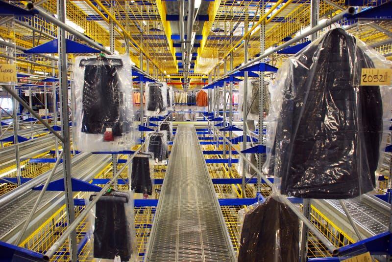 Entrepôt automatique de vêtement photos stock