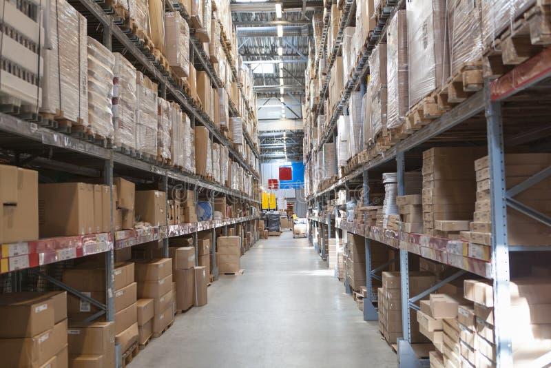 Entrepôt avec des marchandises image stock