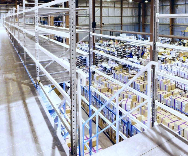 Entrepôt neuf et moderne photos stock