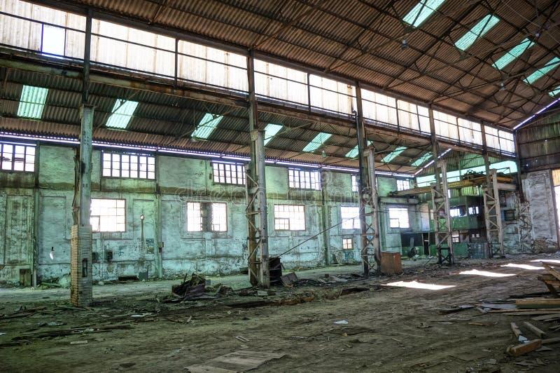 Entrepôt vide abandonné. photographie stock libre de droits