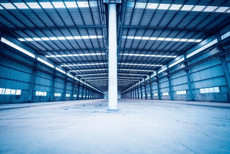 Entrepôt vide de structure métallique images stock