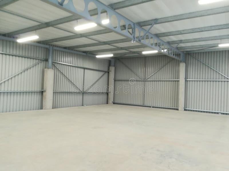 Entrepôt vide ou usine abandonnée - l'espace potentiel d'affaires [31] photos libres de droits
