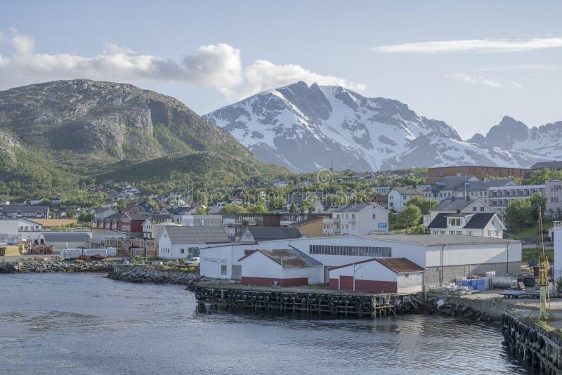 Entrepôts dans le port d'Andenes, Norvège images libres de droits