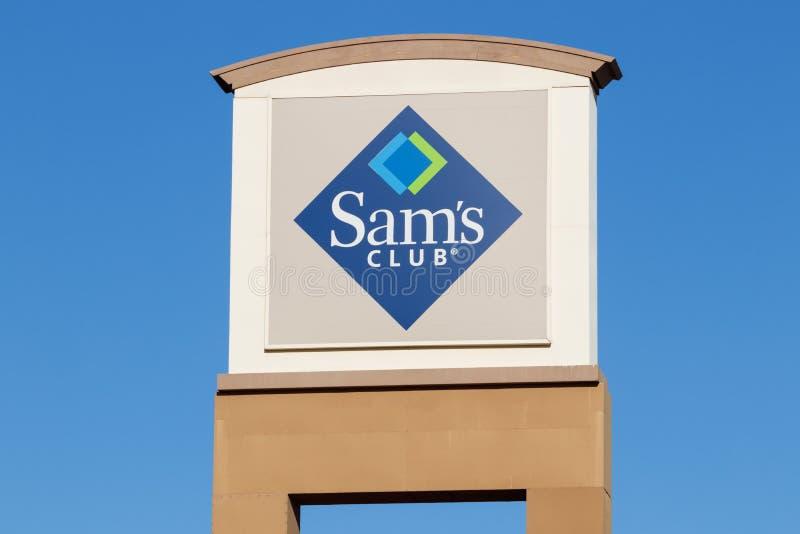 Entrep?t de club du ` s de Sam Le club du ` s de Sam est une cha?ne des magasins d'adh?sion seulement poss?d?s par Walmart I photo libre de droits