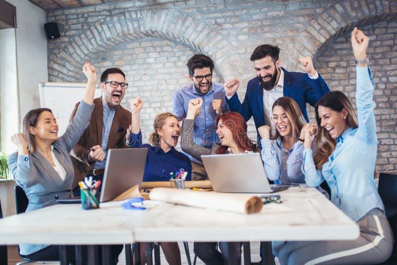 Entreprenörer och affärsfolk som uppnår mål royaltyfria foton