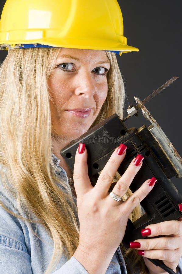 Entrepreneur à la maison de femme de réparation photos libres de droits