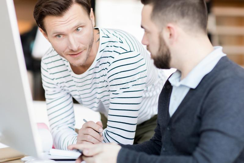 Entrepreneur adulte au travail photo libre de droits