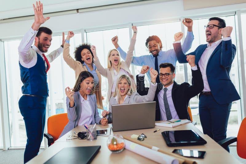 Entrepreneurs et gens d'affaires atteignant des buts photographie stock libre de droits