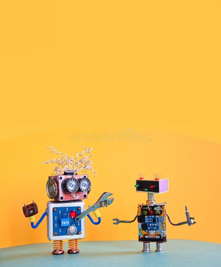 Entretenez le calibre d'affiche d'entretien de robots Le cyborg créatif de conception joue avec le tournevis de clé réglable jaun images libres de droits