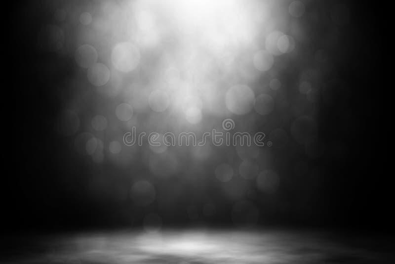 Entretenimiento blanco del club nocturno del humo del bokeh del proyector imagen de archivo libre de regalías