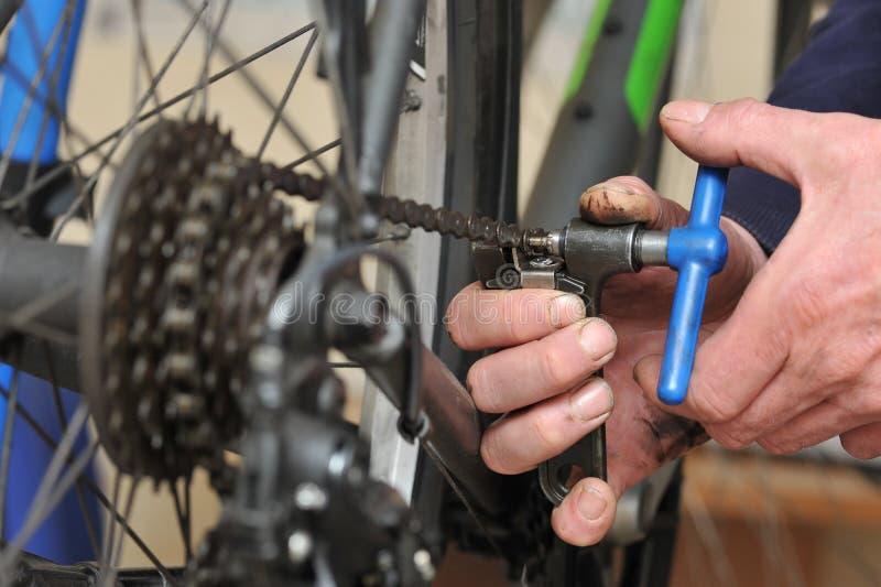 Entretien de chaîne de vélo images libres de droits