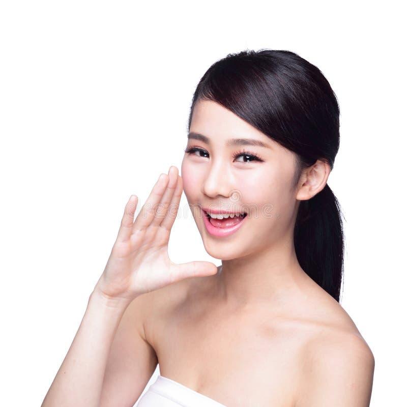 Entretien de femme de soins de la peau à vous image stock