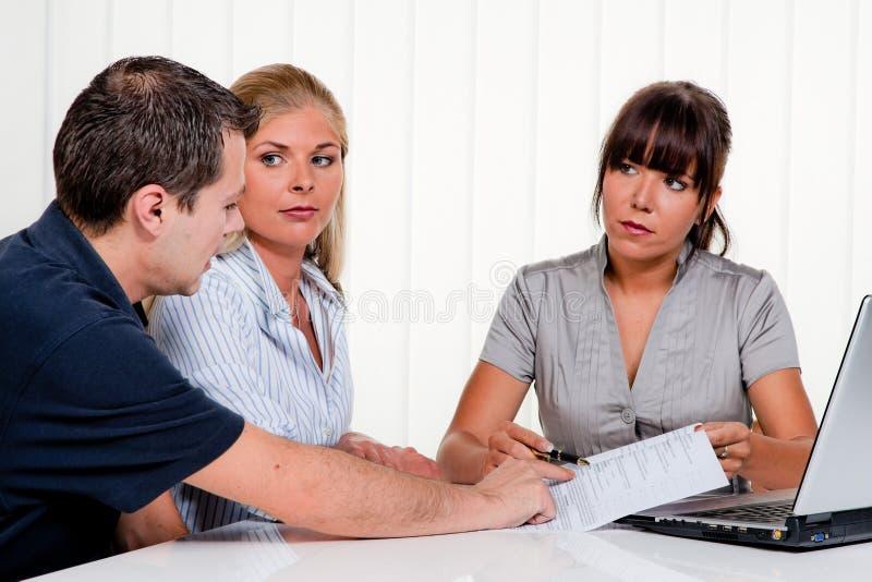 Entrevista com uma consulta fotos de stock