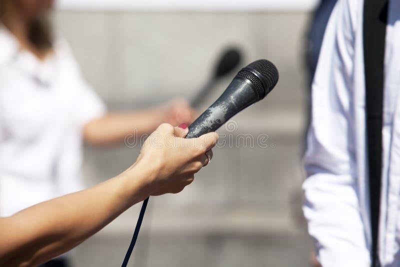 Entrevista dos meios imagens de stock