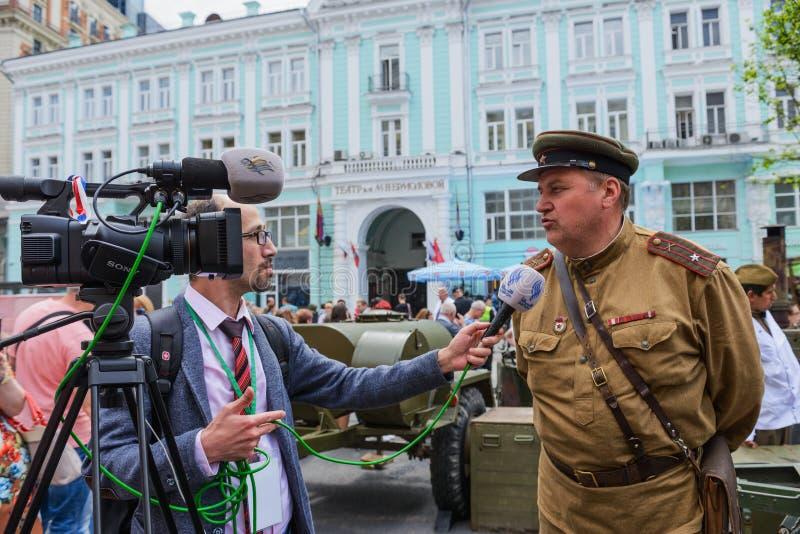 Entrevista internacional del festival con un oficial fotografía de archivo