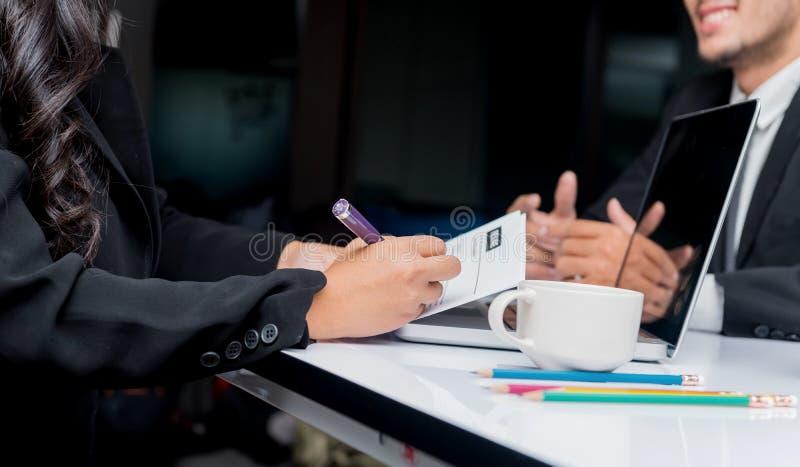 Entrevue d'emploi Recrue de société un nouveau candidat photographie stock libre de droits