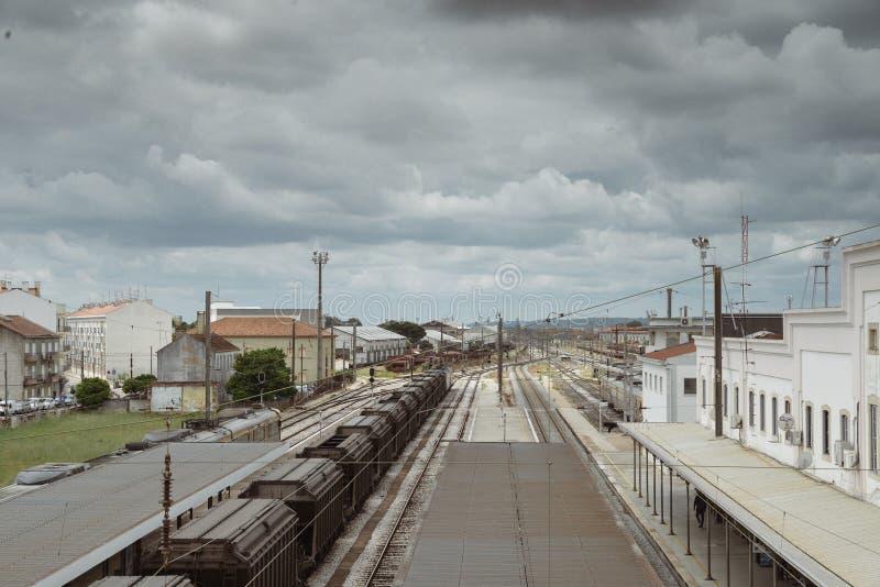 Entroncamento-Eisenbahnkreuzung im Santarem-Bezirk von Portugal Entroncamento bedeutet buchstäblich Kreuzung herein stockfotos