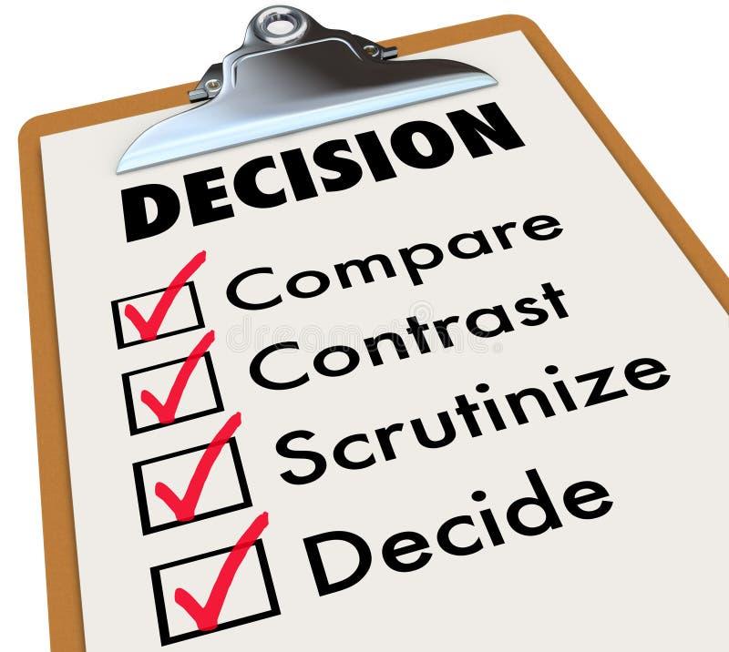Entscheidungs-Checklisten-Klemmbrett vergleichen Kontrast wählen Wahlen lizenzfreie abbildung