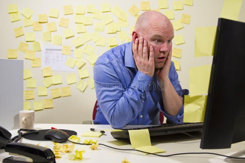 Entsetzter Büroangestellter lizenzfreie stockfotos