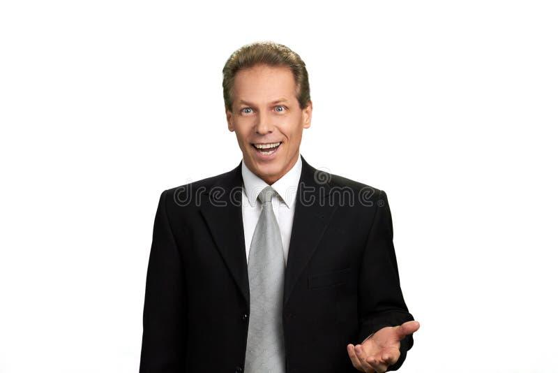 Entsetzter glücklicher Geschäftsmann auf weißem Hintergrund stockfotos