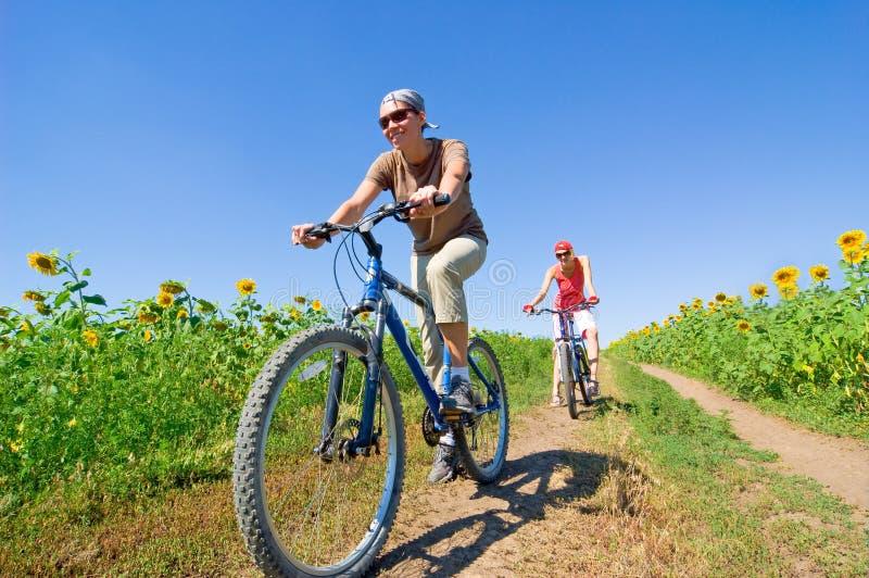 Entspannen Sie sich das Radfahren stockfoto