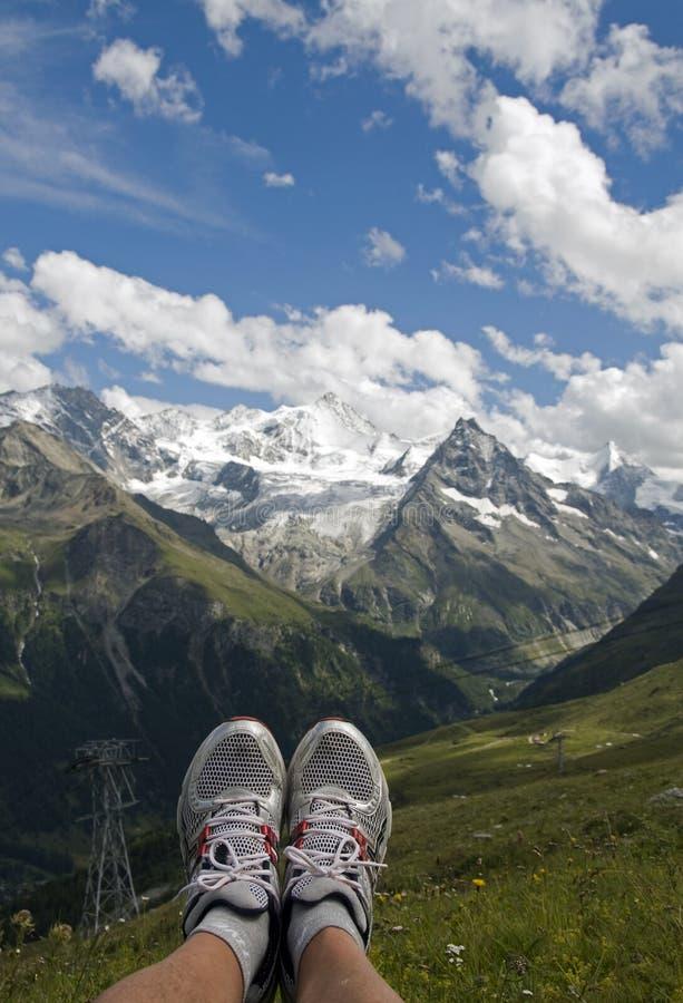 Entspannen Sie sich in den Bergen stockbild