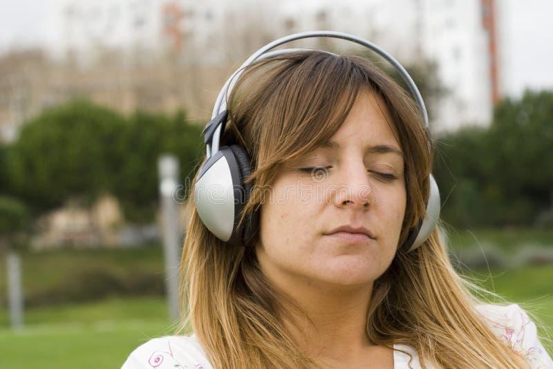Entspannen Sie sich mit Musik stockfotos
