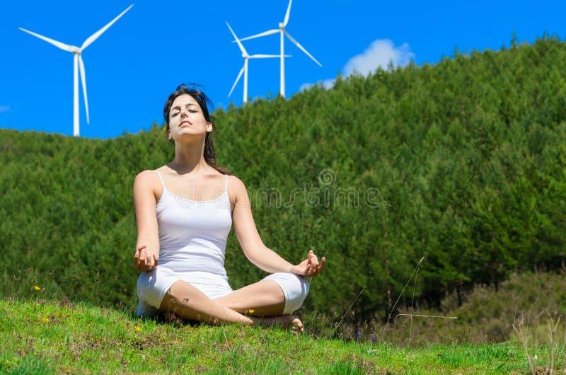 Entspannen Sie sich und Windmühlen lizenzfreie stockbilder