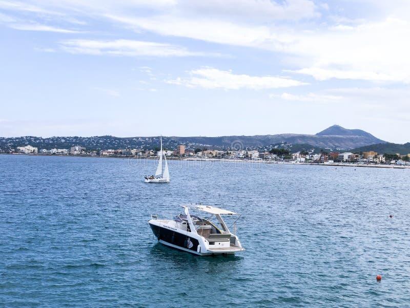 Entspannende Boote im Hafen lizenzfreie stockbilder