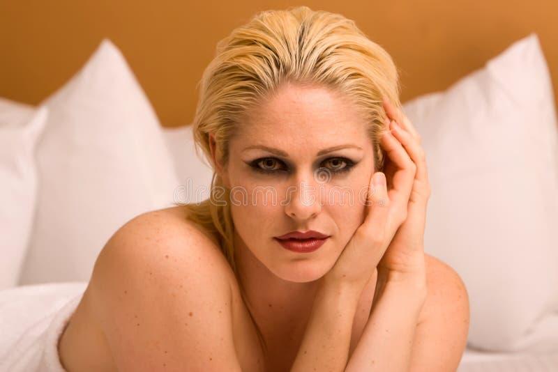 Entspannende Frau stockbild