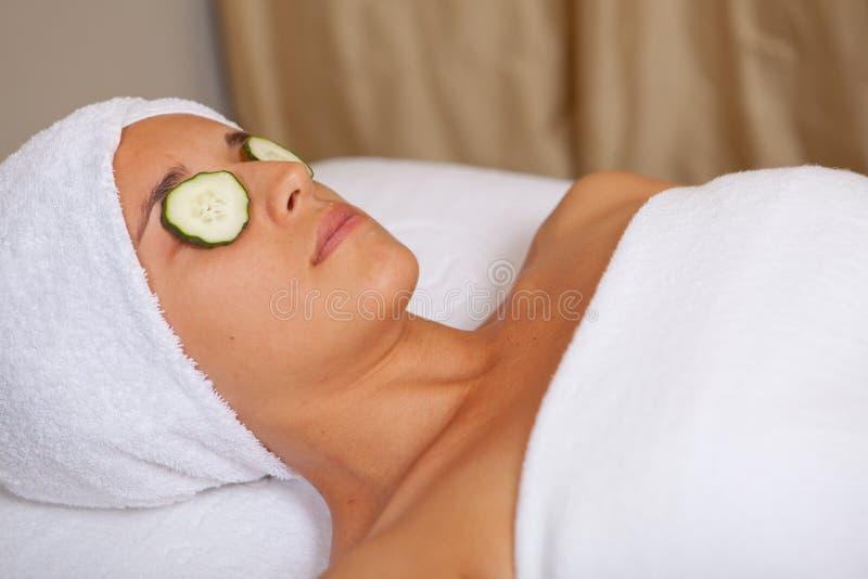 Download Entspannende Frau stockbild. Bild von obacht, frech, lebensstil - 26361131