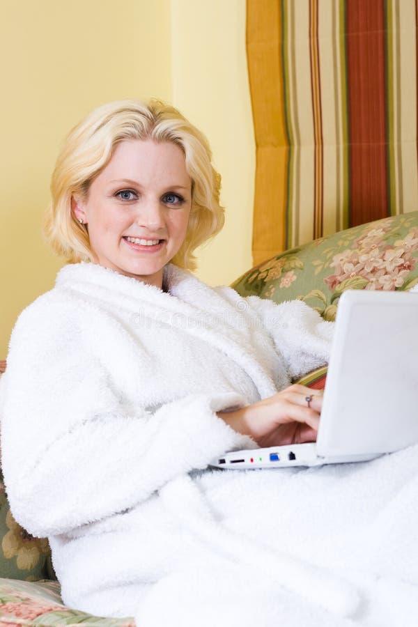 Entspannende Frau stockbilder