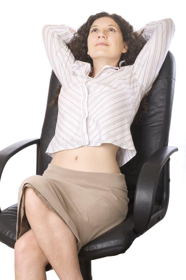 Entspannende Geschäftsfrau stockfotografie