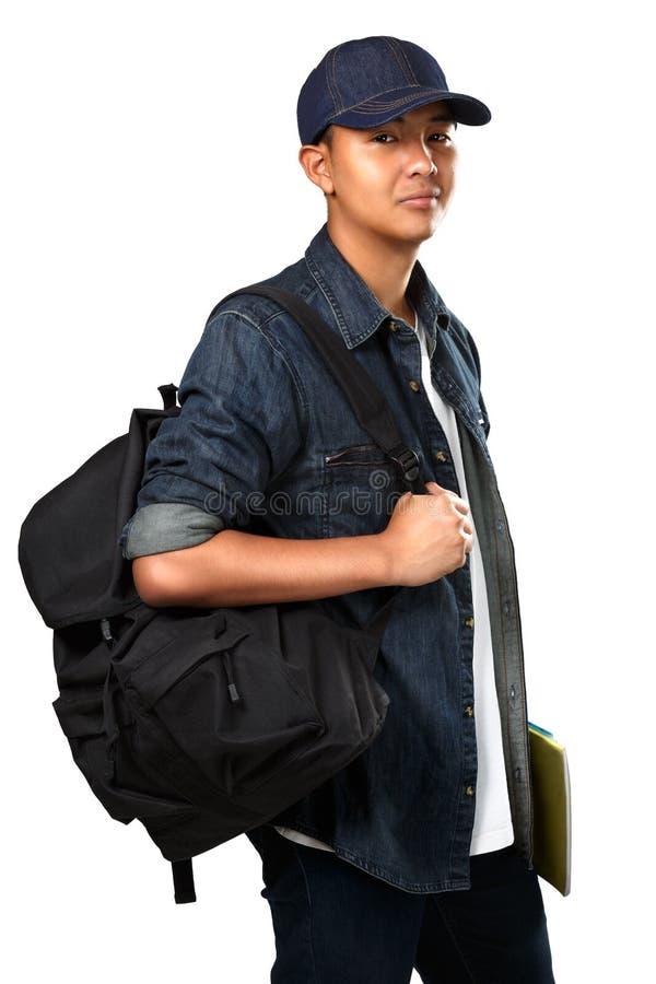 Entspannende junge asiatische Jugendlichjungenstellung stockfoto