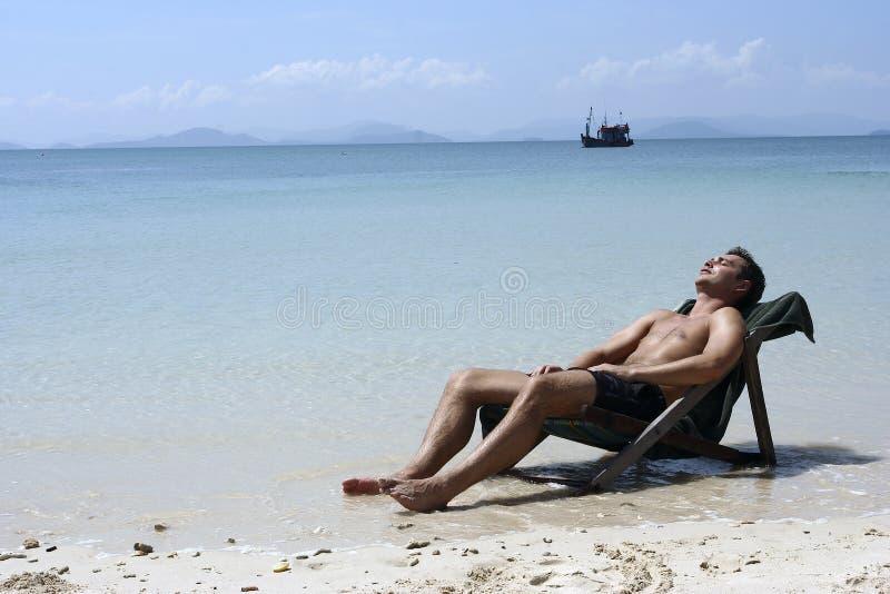 Entspannender Mann stockfoto