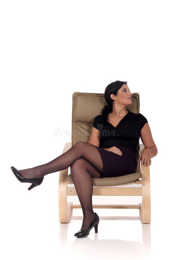 Entspannendes Frauensofa lizenzfreies stockfoto