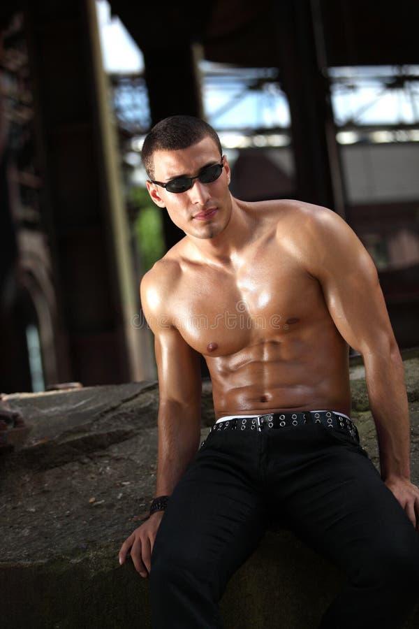 Entspannter Bodybuilder stockbilder