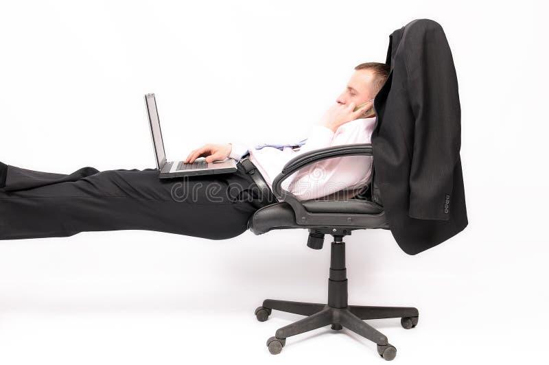 Entspannter Geschäftsmann stockfotografie