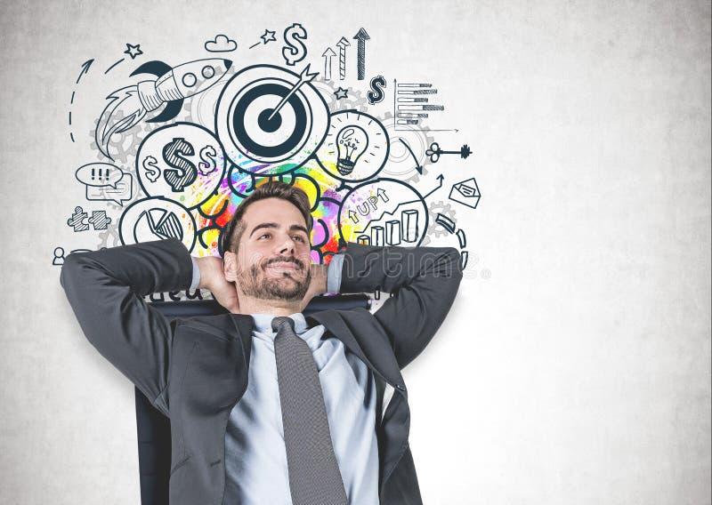 Entspannter Mann im Lehnsessel, Unternehmensziel lizenzfreie stockfotos