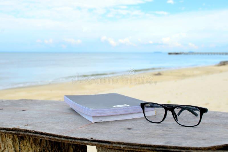 Download Entspannung Auf Dem Strand 2 Stockbild - Bild von boot, himmel: 96932909