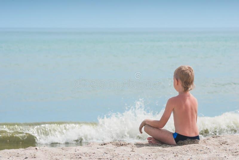 Entspannung auf einem Strand 2 lizenzfreie stockfotos